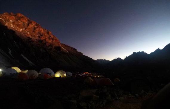campo-base-aconcagua-noche