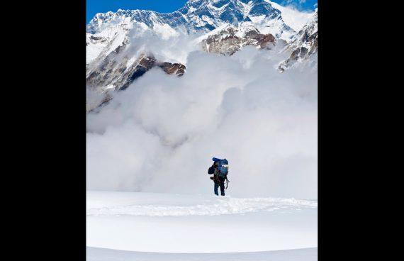 guía Sherpa en una ascensión en el Himalaya