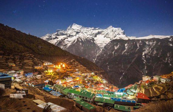 Namche Bazaar capital del pueblo Sherpa de camino al campo base del Everest