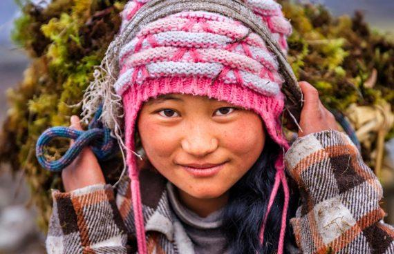 joven Sherpa en su día a día