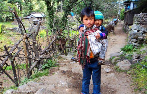 Sherpa cuida de su hermano